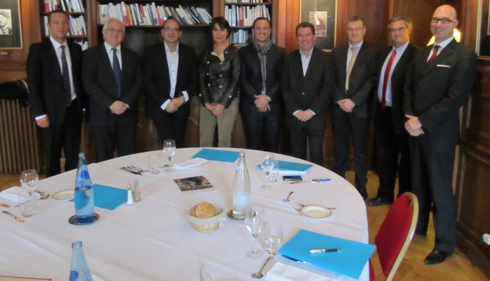 N.Demange ( Gérant Medias Pack, Vice Pdt de P&E ), Ph.Labat ( Gérant Spring Cottage Immobilier, Pdt de P&E ), H.Fourcade ( Directeur Touny Meyer Colliers ), AM.Mouchet ( Gérante AMM, Consul Honoraire du Portugal ), S.Carella ( Gérant Hotel Restaurant La Villa Navarre**** ), E.Erhart ( Gérant Decotel et Hyperburo ), S.Mazen ( Directeur BMW Mini Passion Automobile Pau et Tarbes ), F.Loustalan ( Pdt Automobile Club Basco Béarnais, Fondateur du Groupe Valeurs du Sud ( Hebdo Plus ) ), H.Ledermann ( Gérant Han's L Conciergerie Privée et Secrétaire de P&E ). 2eme photo Mme Anne Marie Mouchet ( AMM Langues ), Thierry Frontère ( Cigares Navarres ), Stéphane Carella ( Villa Navarre ), Henri Fourcade ( Tourny Meyer ), Jean Aymes ( Plaimont Producteurs ), Francois Loustalan ( ACBB ), Eric Erhart ( Decotel ), Julien Pungier ( Axynet ), Samuel Sebban ( Bord de Gave ), Philippe Labat ( Spring Cottage Immobilier ), Nicolas Demange ( Hifisystemes ). Membre prestige & excellence